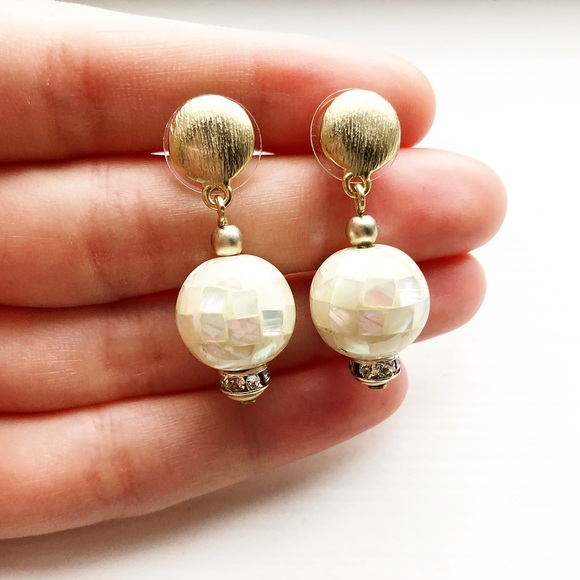 """Vintage Jewelry - Stunning gold & white shell """"disco ball"""" earrings"""